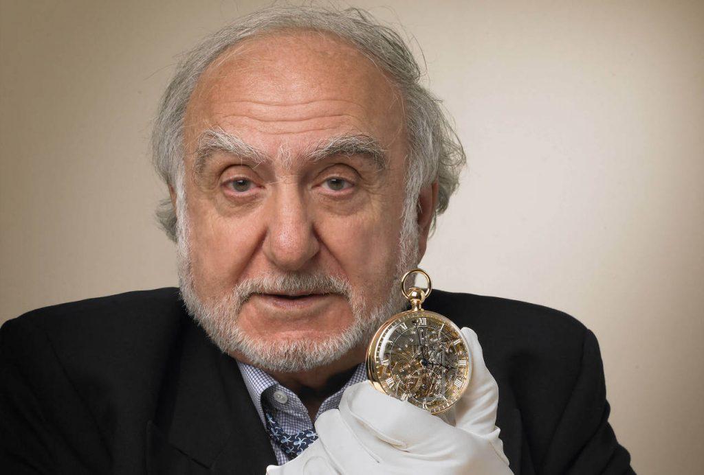 "N.G. Hayek, fondateur du Swatch Group, tenant en main la ""Marie-Antoinette""."